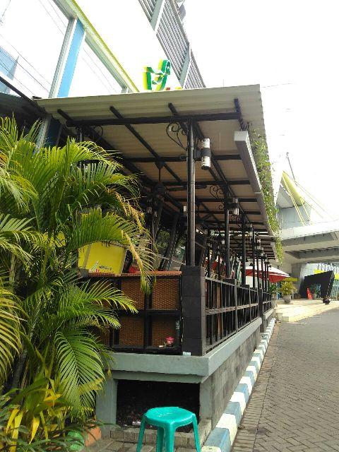 Kanopi Besi di Cafe depan JX Expo